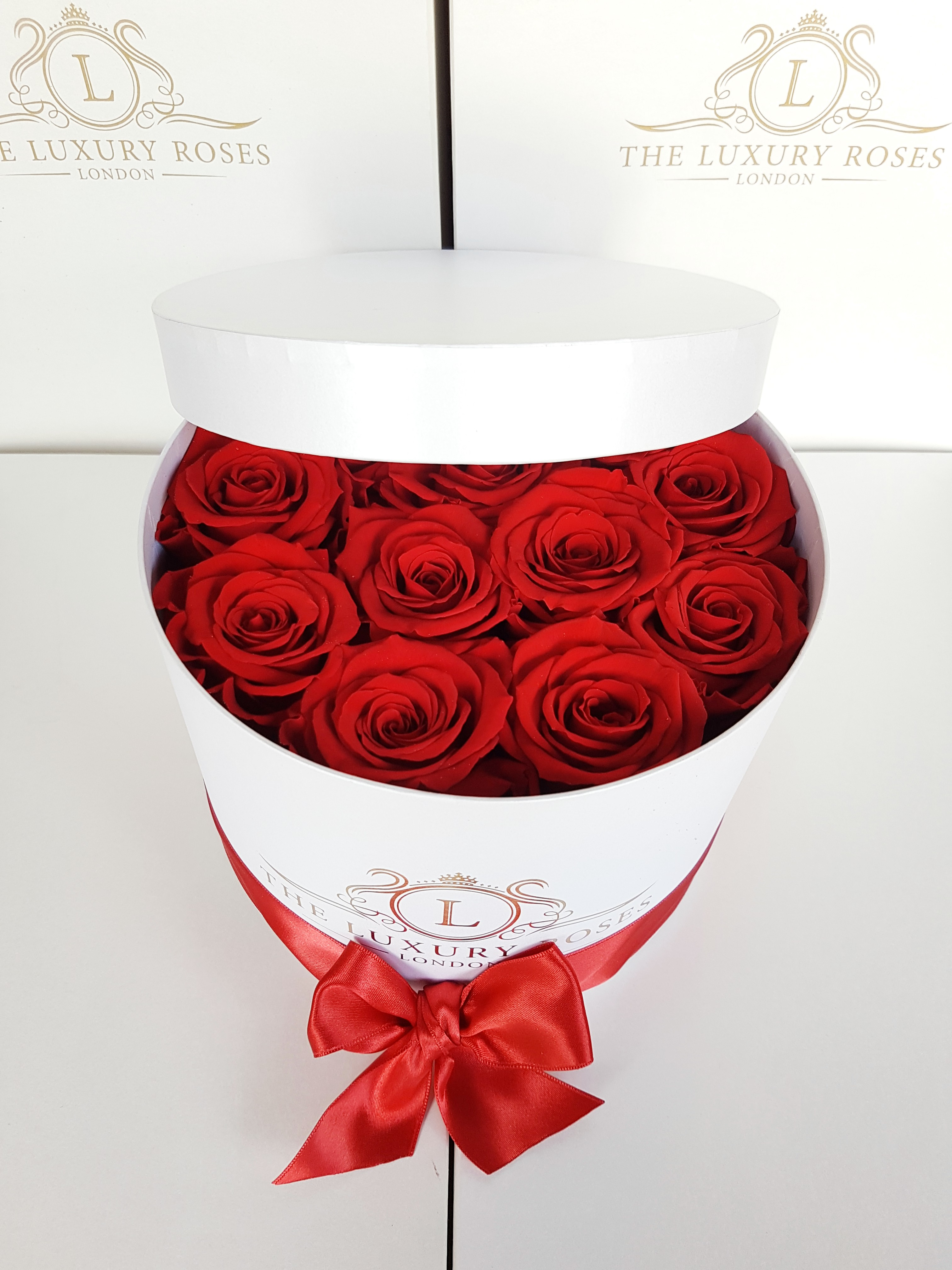 Medium White Box Of Infinity Roses That Last A Year